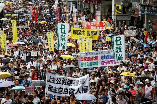 Large Turnout for Hong Kong Democracy Protest After Bookseller Revelations
