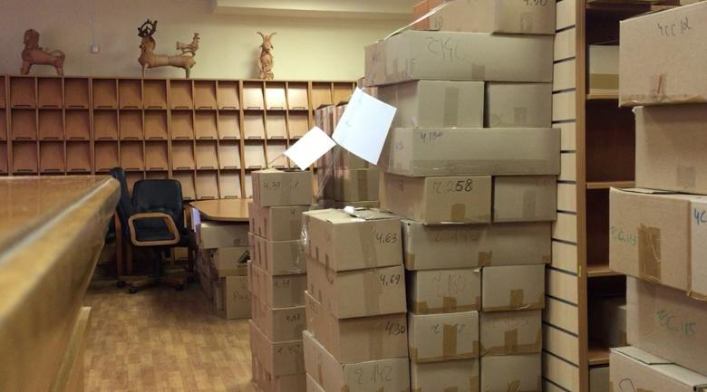 Bare Shelves at Moscow Library of Ukrainian Literature