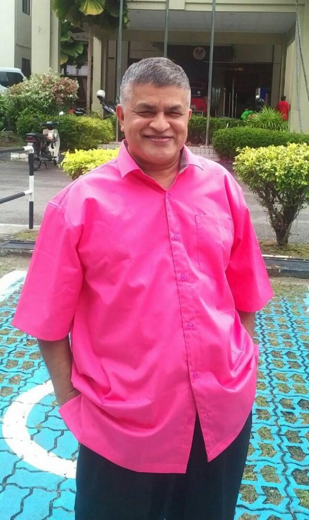 Zunar pink shirt